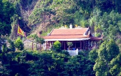 Những câu chuyện kỳ bí bên đền thiêng Pác Tạ
