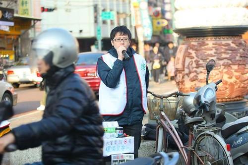 王浩宇常在街頭演講環境、政治、民生議題;圖片來源:王浩宇粉絲頁。