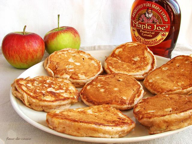 оладьи с яблоками 1