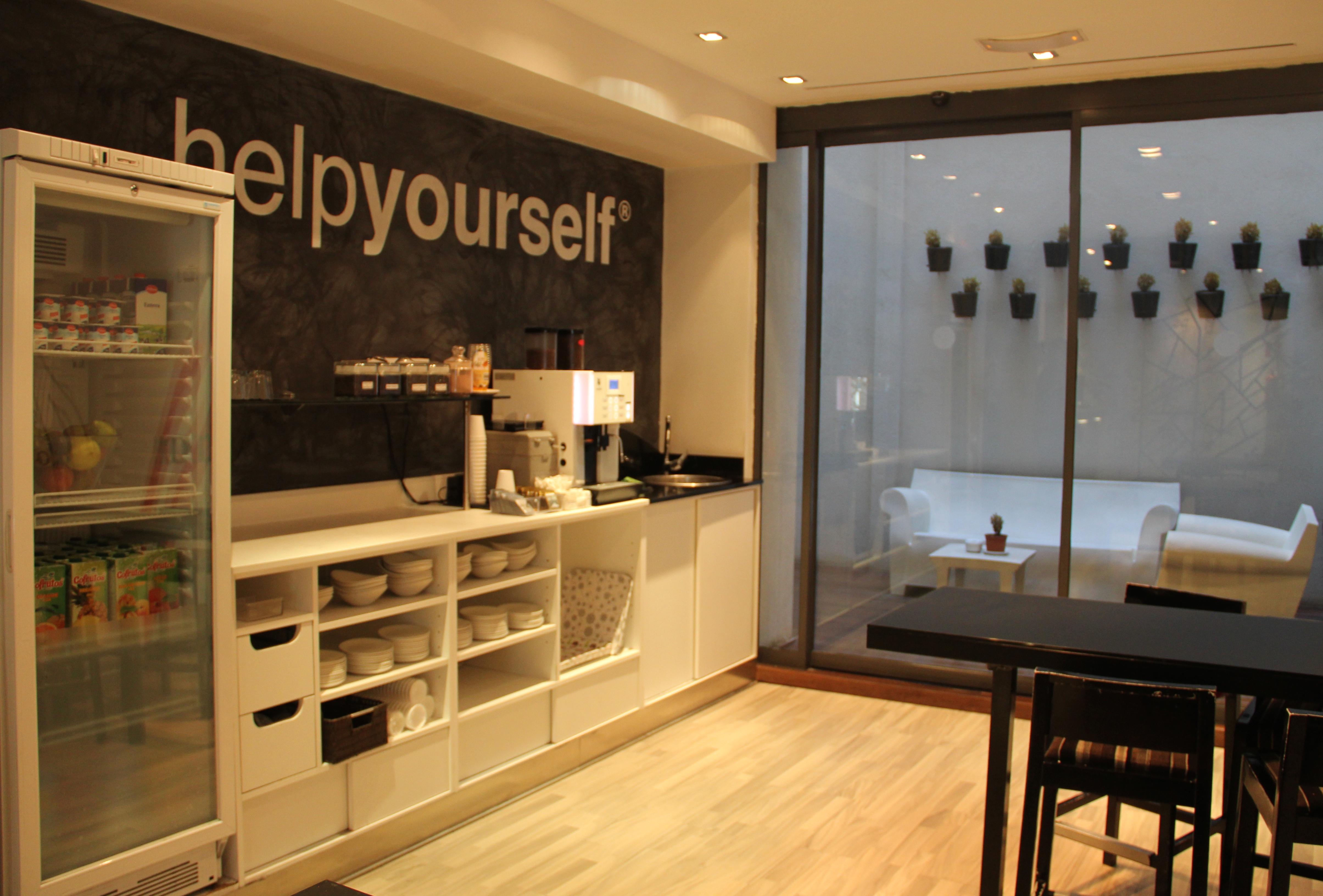Mayerling: hotel moderninho no centro de Madri com diárias a partir  #B27619 4818x3262 Banheiro Bbb 2014