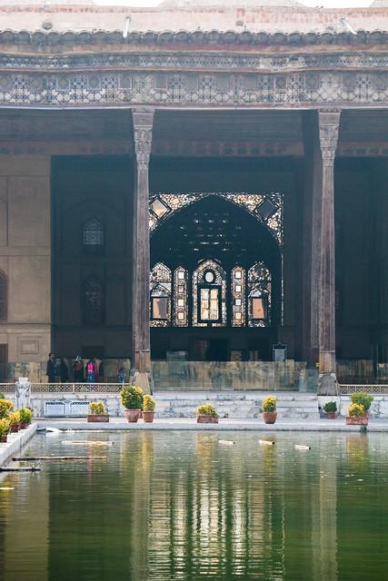 Chehel Sotoun pavilion on a misty afternoon, Isfahan イスファハン、薄霧のチェヘル・ソトゥーン宮殿