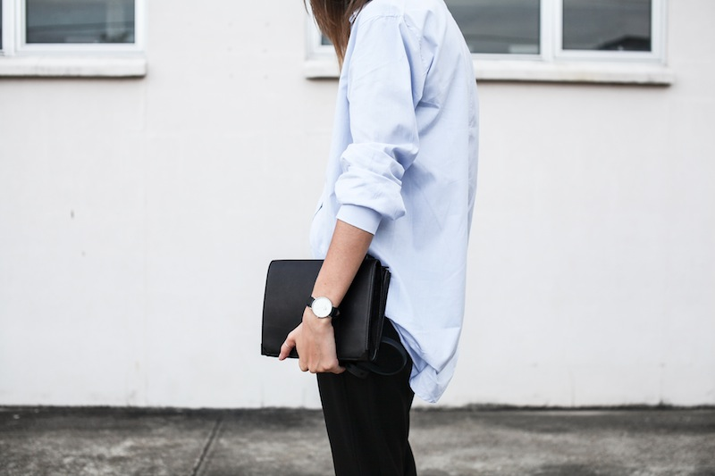 modern legacy blog kaity street style off duty minimalist man style shirt ankle zip pants Camilla and Marc slide sandals Common Projects Alexander Wang Prisma envelope clutch black blue (7 of 7)