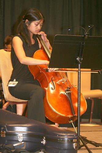 Regina Maniquis on cello for Dragon Con 2008