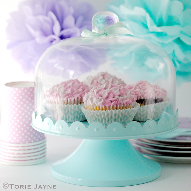 Bombay Duck cake stand