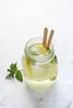 Acqua saporizzata al limone e menta
