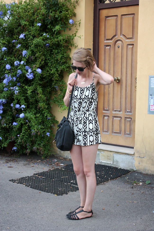 chelsea+zipped+truelane+fashion+style+blog+minneapolis+blogger+rome+italy+forever+21+tribal+black+white+romper+justfab+leona5