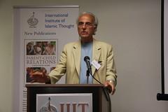 بروفيسور جون اسبوزيتو يلقي كلمته أثناء حفل الإفطار