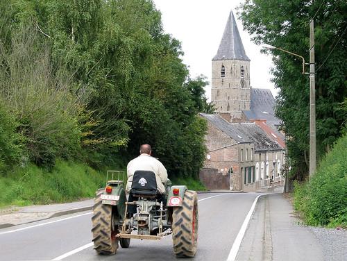 Le vieux tracteur d'Estinnes-au-Mont (Belgique).