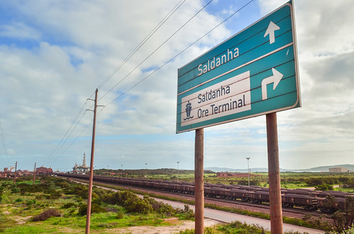 Saldanha ore terminal, sign over the trains