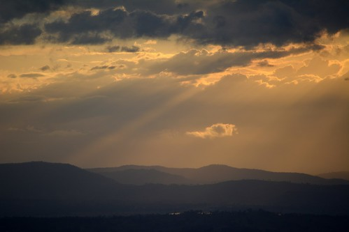sunset sunsetclouds sunsetlandscape loganvalley sequeensland queensland australia australianlandscape tamborinemountain mountjuberra storms mounttamborine