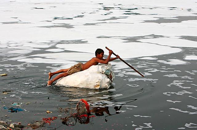दिल्ली में प्रदूषित यमुना