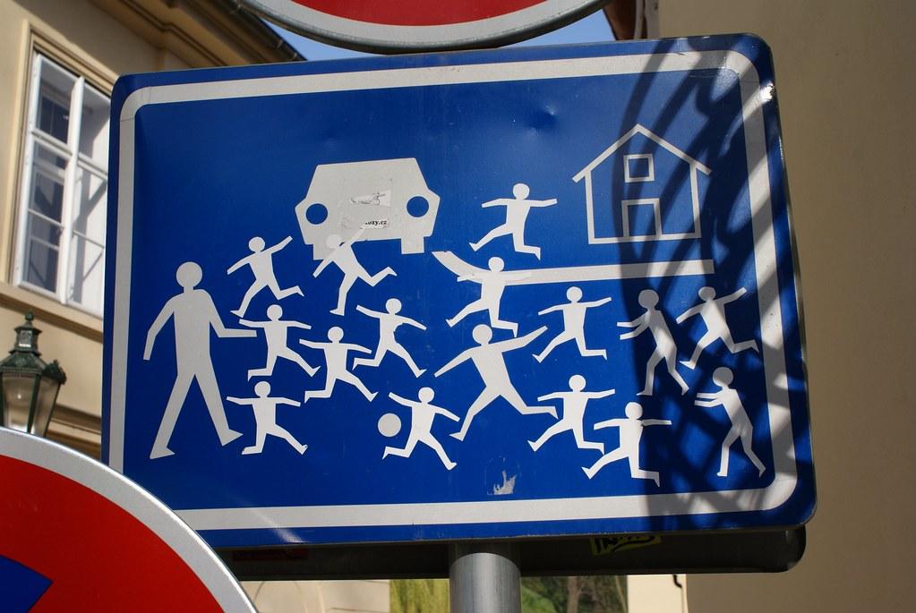 Panneau de signalisation à Prague :