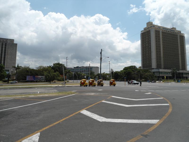 Taxis Coco en plaza de la revolución