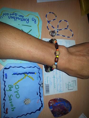 bonita pulsera hecha a mano