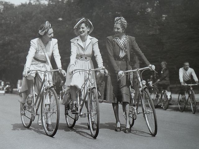 1940s-Parisian-Ladies-on-Bikes