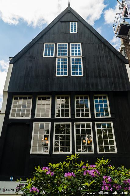 La casa más antigua de Amsterdam, en Begijnhof