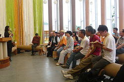 眾人參訪紙教堂,一同見證台灣走過921十週年