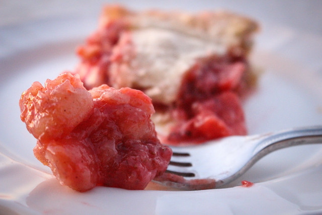 Guava Strawberry Pie - via HeartofHomemade.com