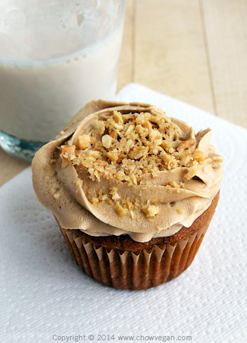 Vegan Banana Cupcake with Peanut Butter Frosting