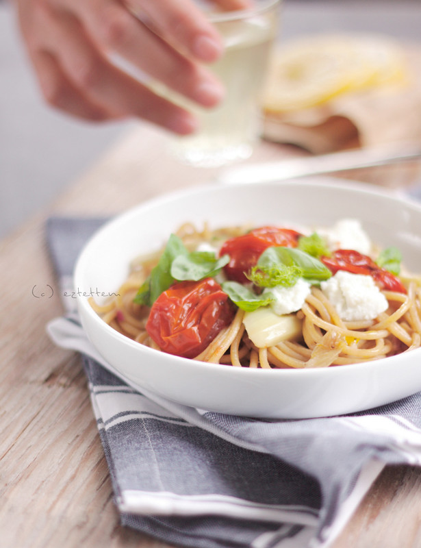 Spaghetti with fennel, cherry tomatoes and ricotta