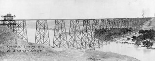 Panorama of the Canadian Pacific Railway viaduct at Lethbridge, Alberta / Panorama du viaduc du Chemin de fer Canadien Pacifique à Lethbridge (Alberta)