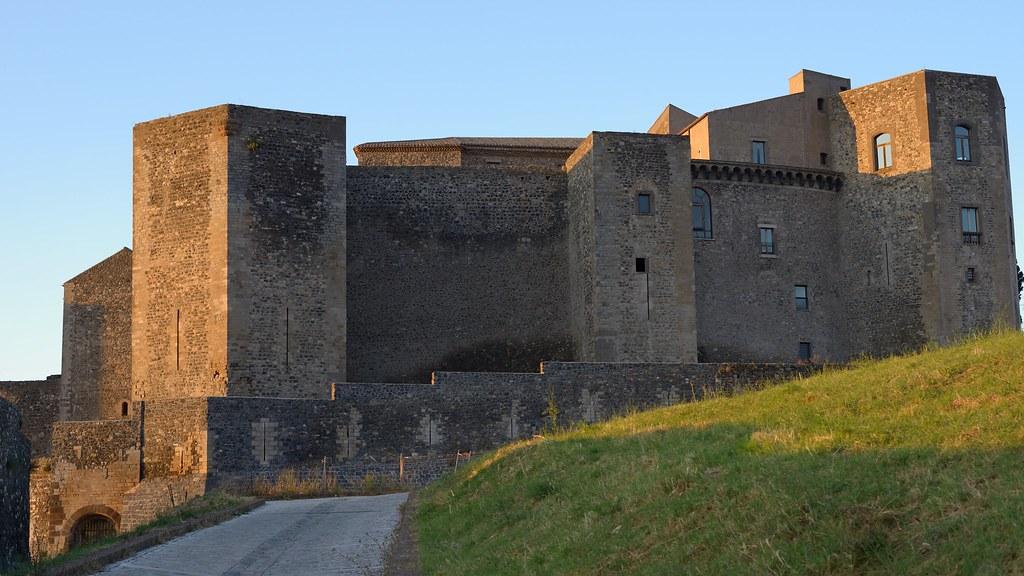 Castello di Melfi al tramonto