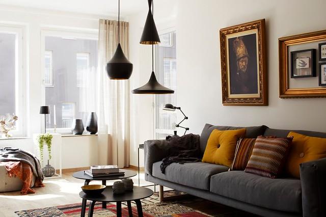 Phòng khách với nhiều loại đèn với công năng khác nhau