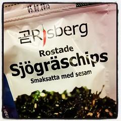 Rostade sjögräschips (smaksatta med sesam) - inte alls otäckt! Dock med lite tillsatt socker, så inte #LCHF. Kul att ha provat dock! :-)