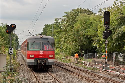 420 471 passiert den Haltepunkt Siemenswerke
