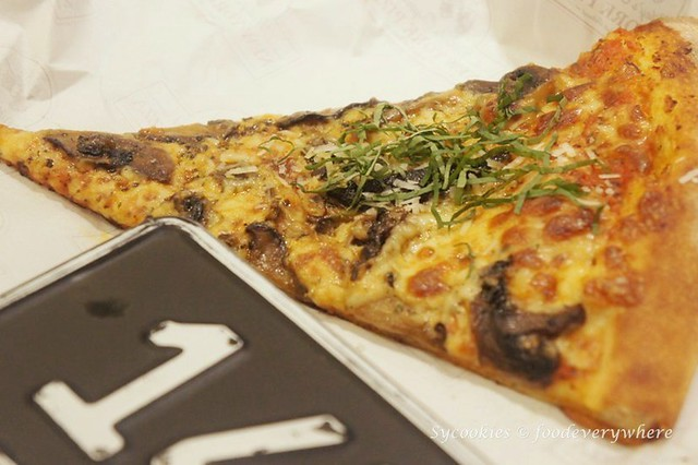 5.mickey's new york pizza (13)