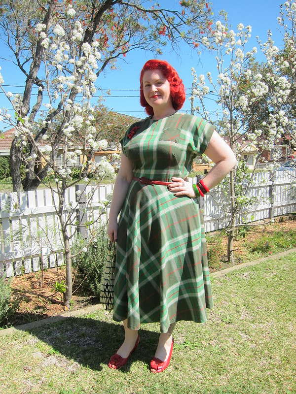 1940s plaid tartan dress vintage vogue 8811 plus size red head xl curvy bakelite miss l fire rosita
