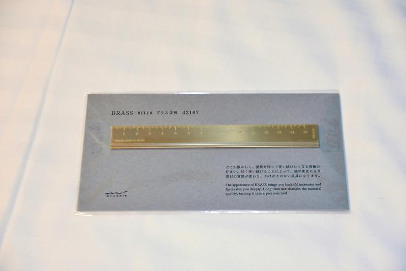 Midori Brass 系列直尺正面