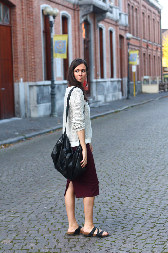outfit vero moda sweater pencil skirt birkenstock sandals
