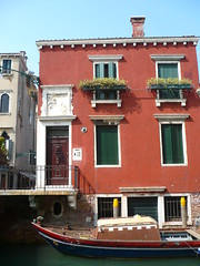 Simple house in Venice