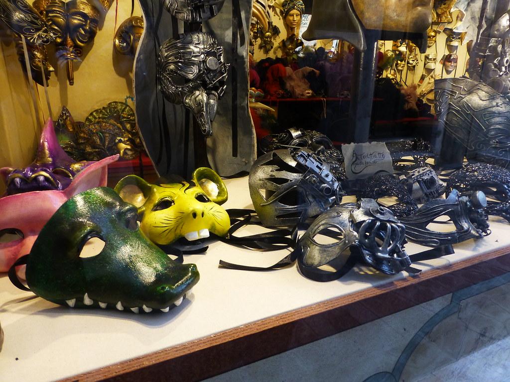 Ca Macana Mask Shop