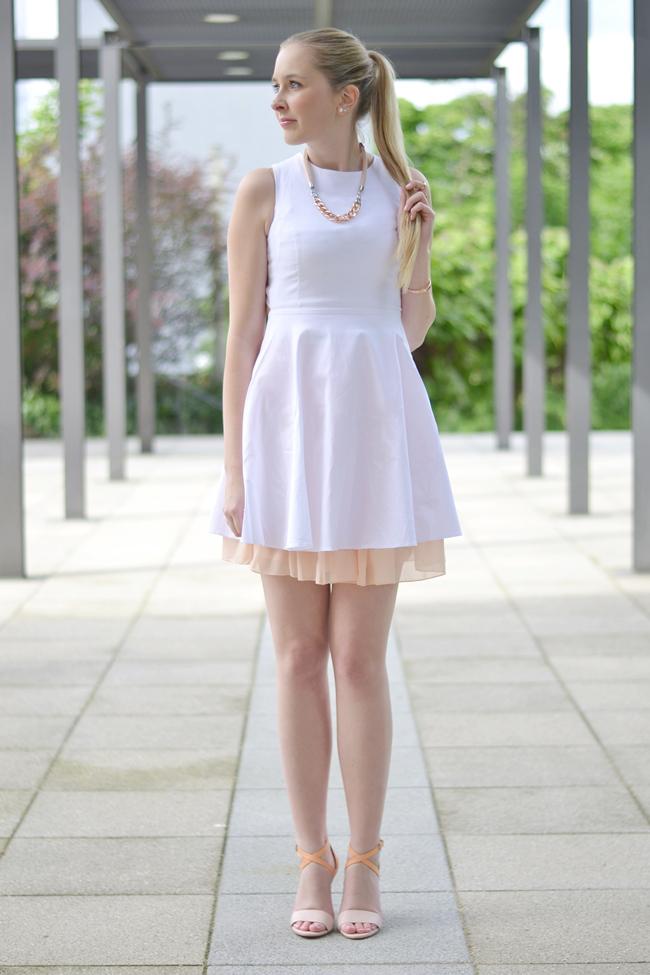 Outfit ein hübscher Rücken .. (1)