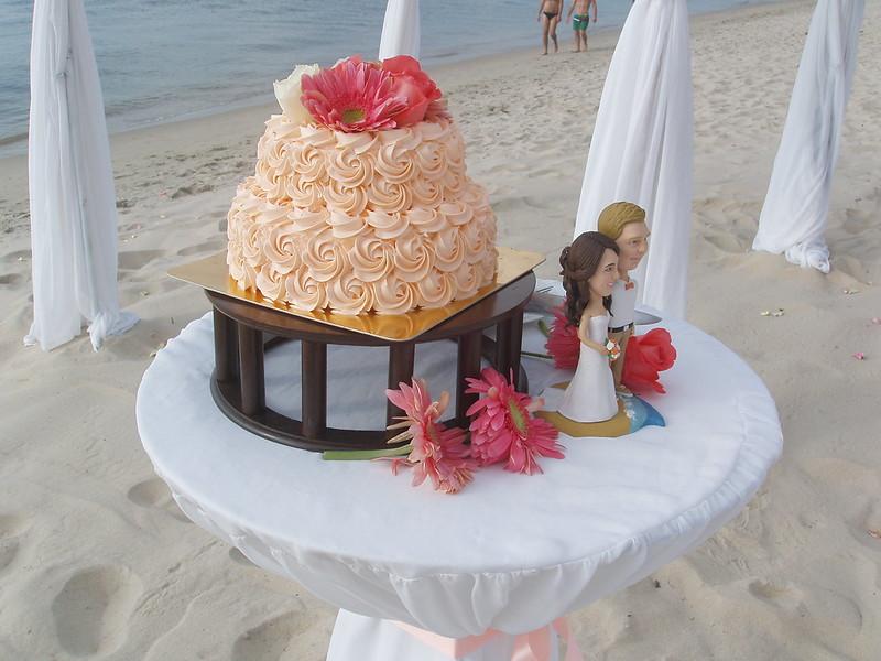201402220451-kitsch-wedding-cake