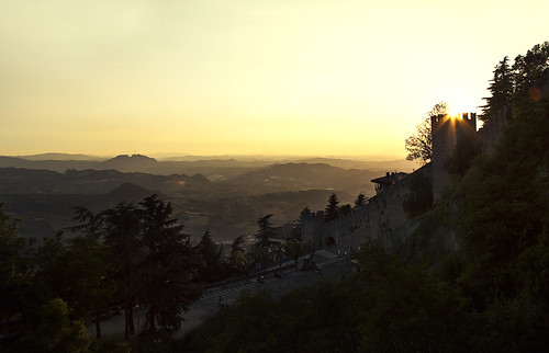 light sunset yellow golden sanmarino hour