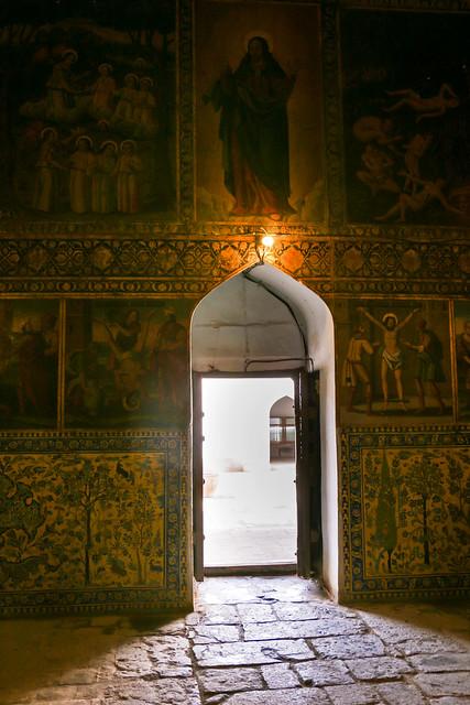 Small door and painted wall of Bedkhem Church, Isfahan, Iran イスファハン、ベツレヘム教会の小さなドア