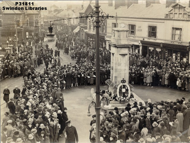 1920s?: Ceremony at the Swindon Cenotaph, Regent Circus