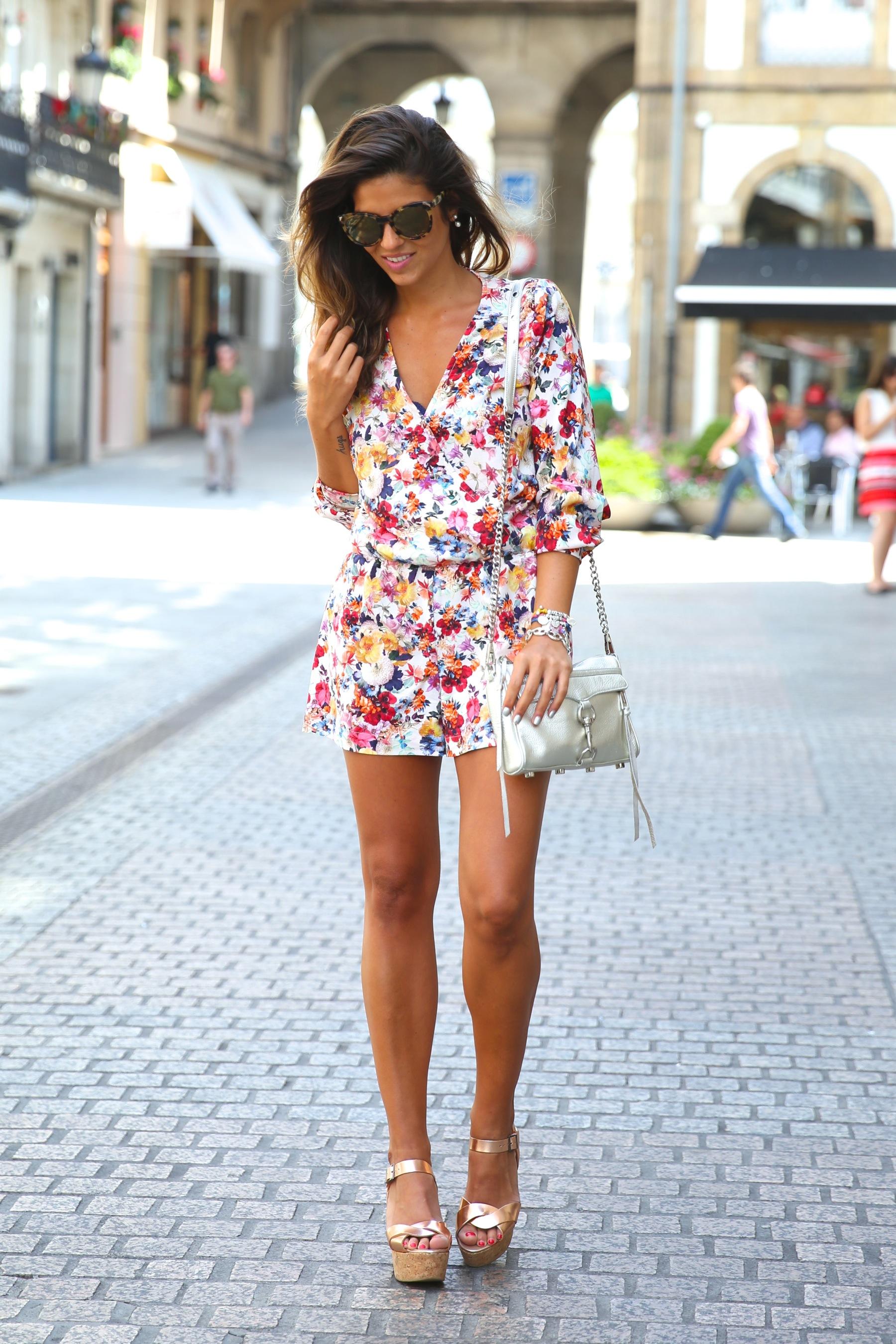 trendy_taste-look-outfit-street_style-ootd-blog-blogger-fashion_spain-moda_españa-mono-flores-flower_print-verano-summer-overall-la_coruña-7