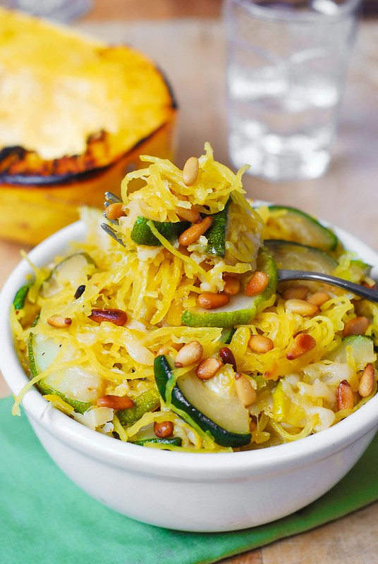 easy spaghetti squash recipes, easy squash recipes, cooking spaghetti squash, how do you cook spaghetti squash
