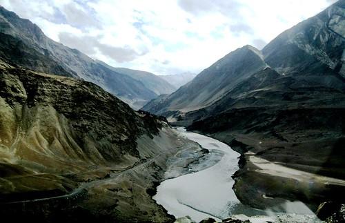 india mountain mountains river zanskar kashmir himalaya leh himalayas confluence ladakh himalayanmountains riverzanskar