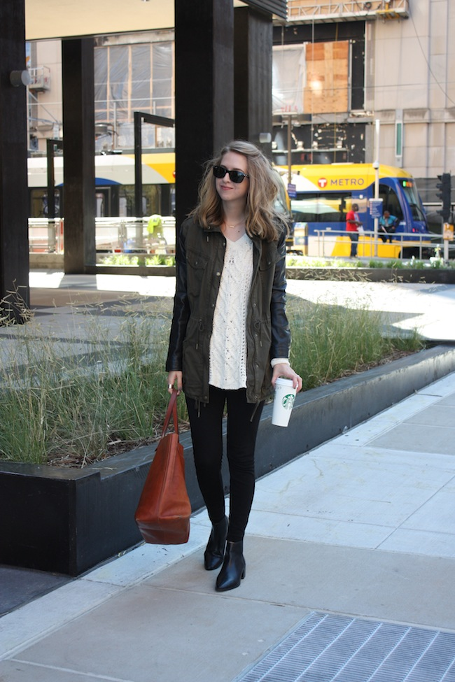 chelsea+lane+truelane+zipped+blog+minneapolis+midwest+fashion+style+blogger+aritzia+free+people+jcrew+zara+black+leather+ankle+booties+madewell+transport+tote4