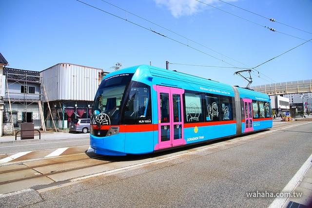 万葉線「ドラえもん電車」Doraemon Tram