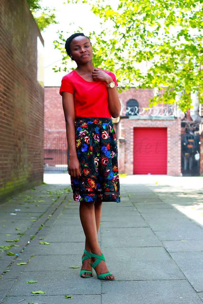 strappy-ankle-sandals-with-floral-skirt-&-red-blouse, A-line skirt, A-line skirts, how to style an a-line skirt, how to wear an a-line skirt, ways to wear the A-line skirt, Floral A-line skirt, How to style a floral A-line skirt