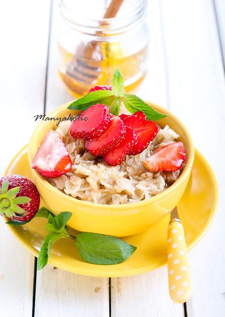 Oat porridge with honey