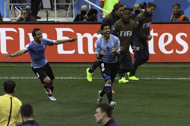 Here is Luis! - Aquí esta Luis! | Uruguay 2 - England 1 | 140619-6454-jikatu