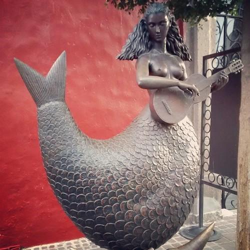 Sirena Bustamante