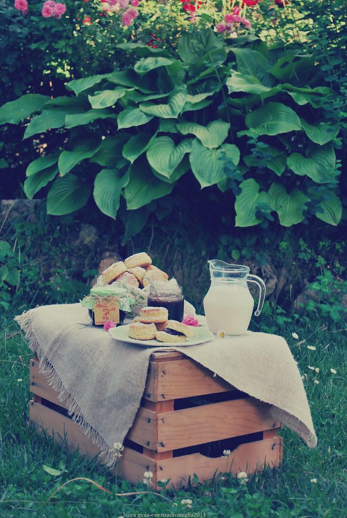 Scone alla ricotta con marmellata di ciliegie home made